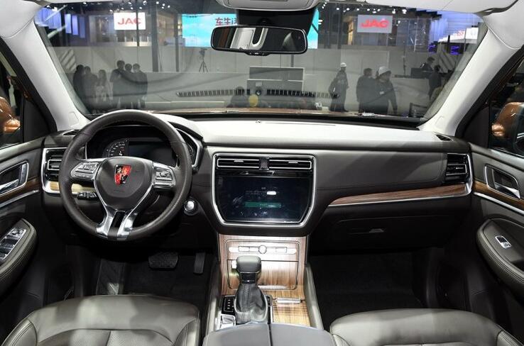 专为你而来,车展静态体验大七座豪华SUV荣威RX8